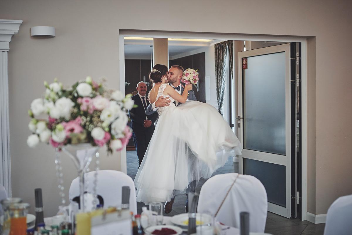 Skrót z reportażu ślubnego w Dworku Broniszówka 73