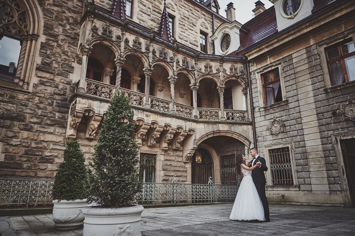 Plener ślubny na zamku w Mosznej 43